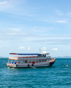 Ferry en el mar