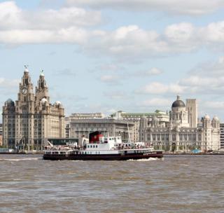 Ferry que cruza el mersey