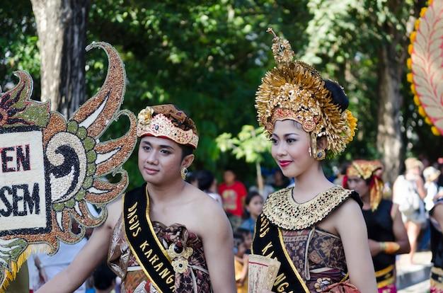 Festival de danza balinesa en indonesia