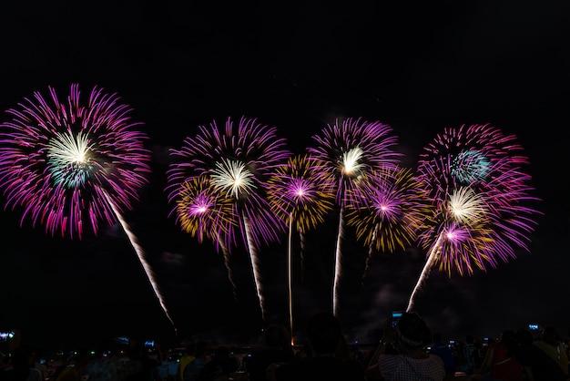 Festival de fuegos artificiales en pattaya, tailandia