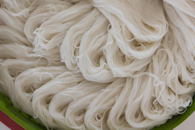 Fideos de arroz (comida tailandesa)