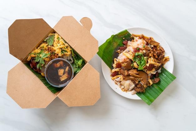 Fideos chinos de arroz al vapor - estilo de comida asiática