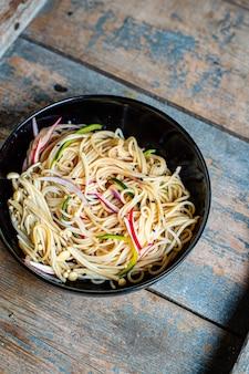 Fideos helados verduras enoki pasta de celofán miso ramen sopa funchose pho mariscos