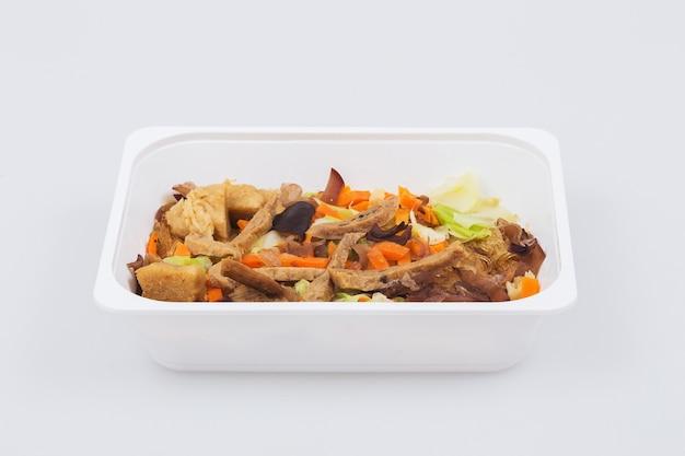Fideos horneados con abulón vegetariano