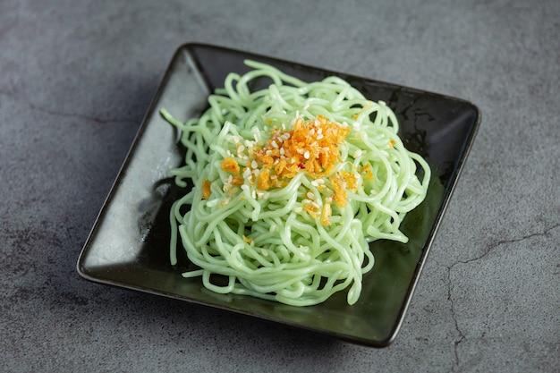 Fideos de jade crudos para el menú shabu de olla caliente