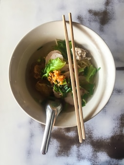 Fideos tailandeses. comida asiática,