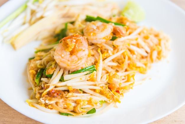 Fideos tailandeses fritos
