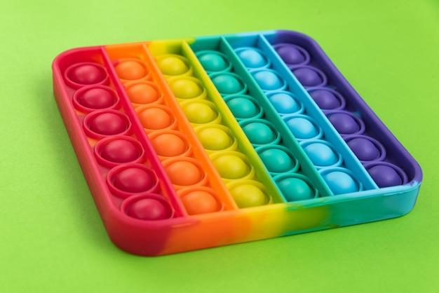Fidget pop it toy rainbow color - antiestrés, divertido y educativo
