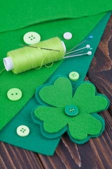 Fieltro de hoja de trébol, decoración para el día de san patricio. costura, manualidades de bricolaje