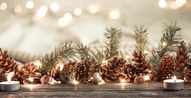 Fiesta de año nuevo con conos y luces.