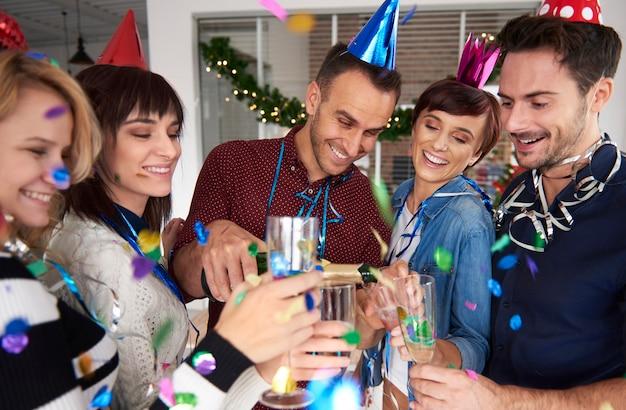 Fiesta de año nuevo en la empresa