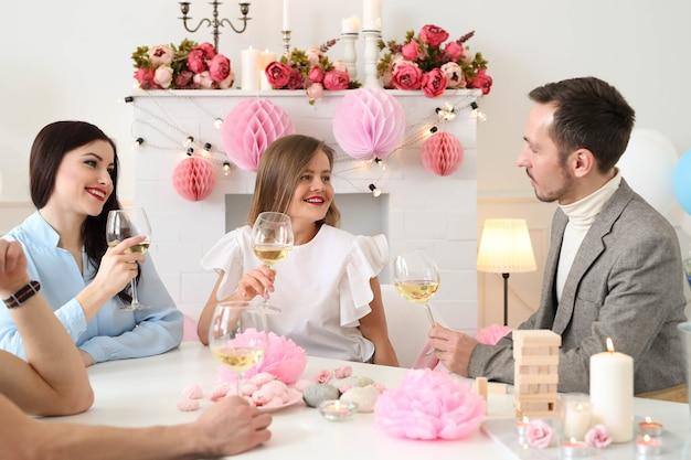 Fiesta en casa con amigos