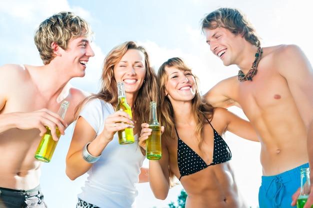 Fiesta de celebración en la playa