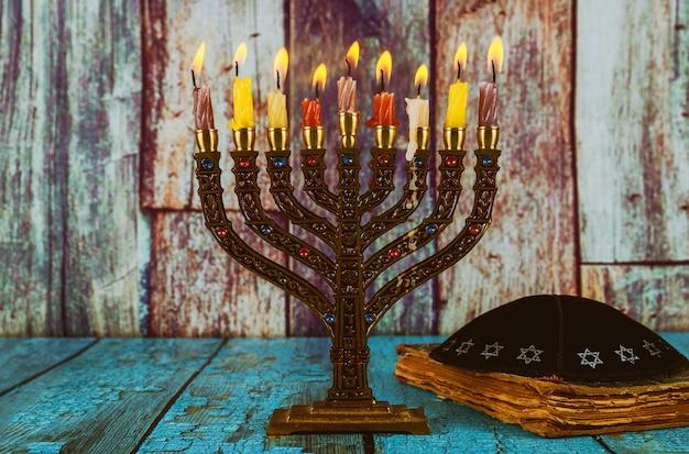 Fiesta judía de hannukah símbolos - menorá
