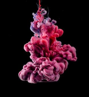 Figura abstracta hecha de tinta