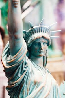Figura de la estatua de la libertad