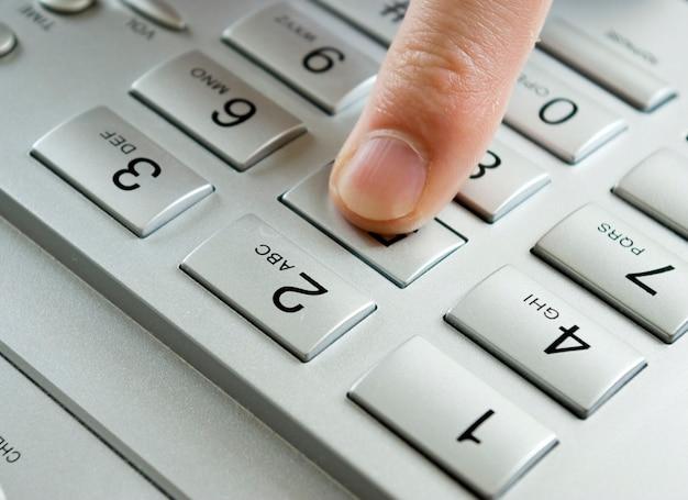 Figura de prensas de dedo