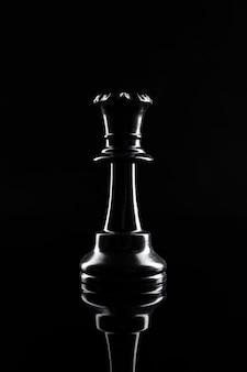 Figuras de ajedrez en negro oscuro de cerca