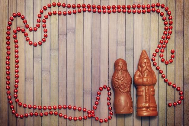Figuras de chocolate de papá noel con cuentas