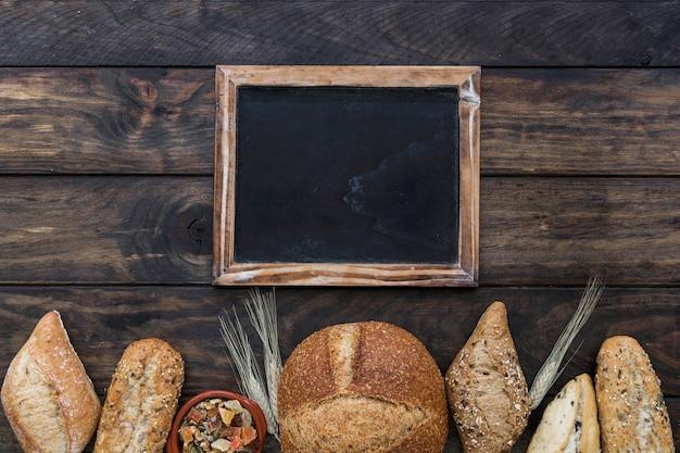Fila de panadería con pizarra