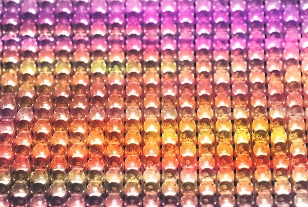 Filas de coloridas bombillas led, fondo abstracto con luz brillante iluminada.