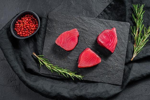 Filete de atún crudo. vista superior