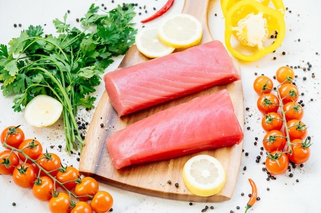 Filete de atún crudo