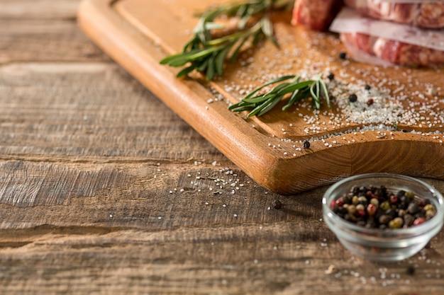 El filete de carne en la cocina