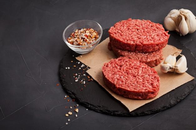 Filete de carne de res picada orgánica cruda casera