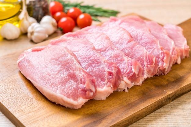 Filete crudo de cerdo fresco