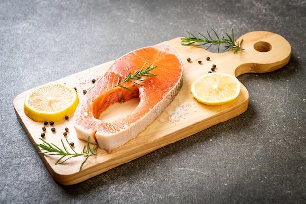 Filete de filete de salmón crudo fresco