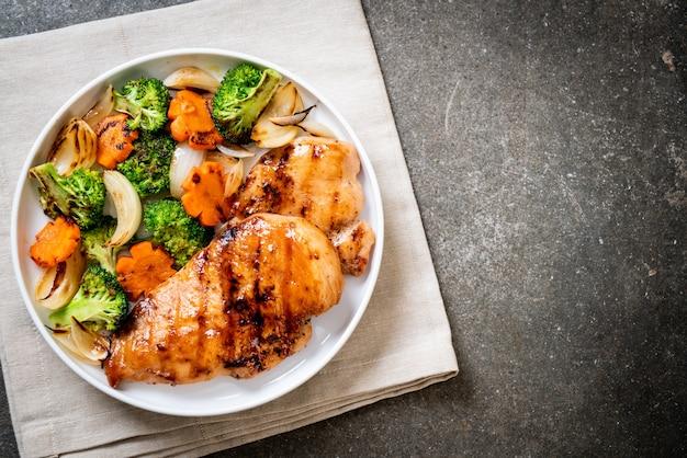 Filete de pechuga de pollo a la plancha con verdura