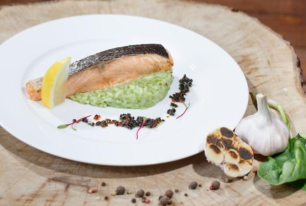 Filete de pescado con limón.