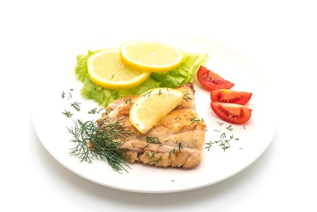Filete de pescado pargo a la plancha con verduras
