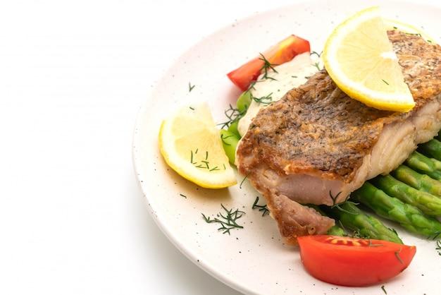 Filete de pescado a la parrilla con vagetable