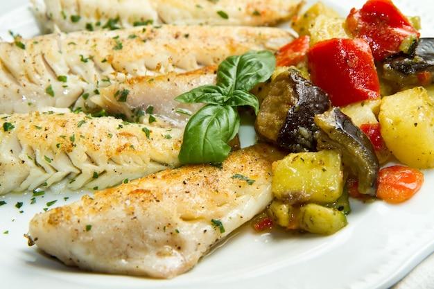 Filete de pescado con verduras