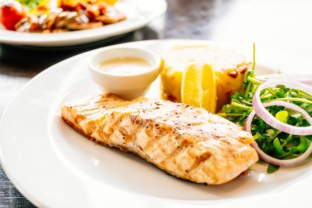 Filete de salmón a la carne