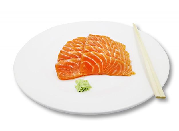 Filete de salmón crudo fresco con wasabi, concepto saludable.