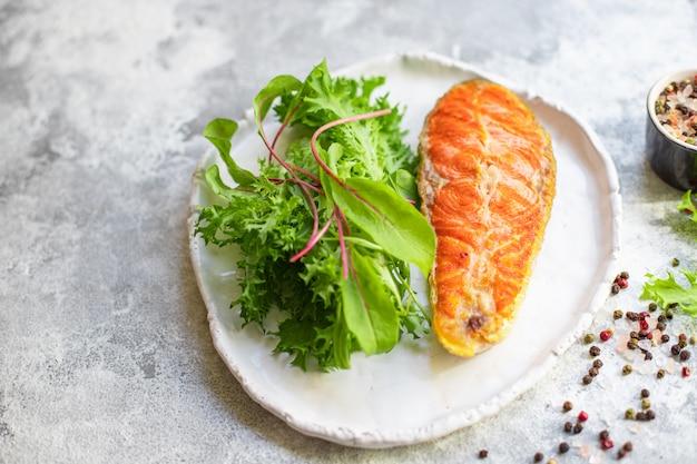 Filete de salmón frito trozo de filete pescado marisco