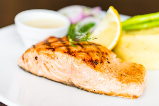 Filete de salmón a la parrilla a la parrilla
