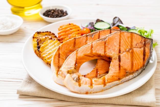 Filete de salmón a la plancha con verduras