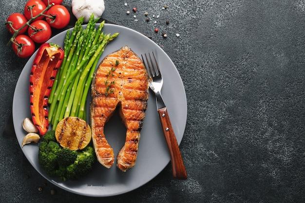 Filete de salmón sabroso y saludable.