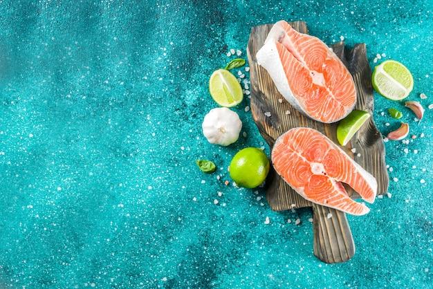 Filetes de salmón crudo con especias