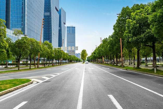 Financial center road y edificio de oficinas