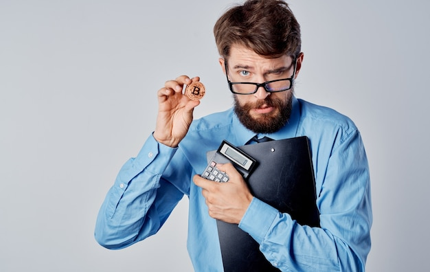 Financiero de hombre de negocios en criptomoneda de tecnología de economía de gafas