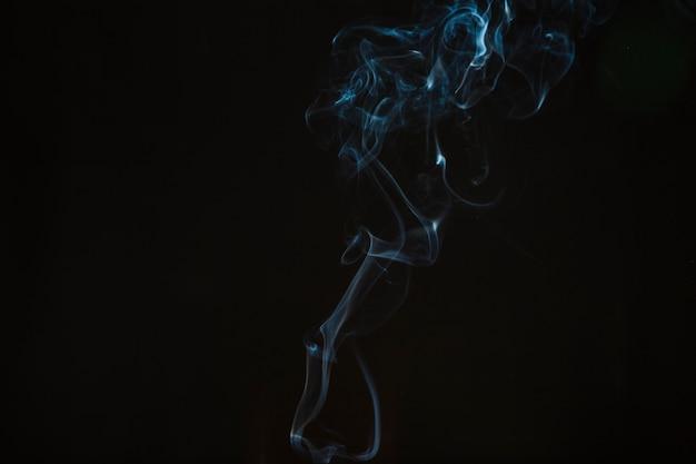 Fino humo azul