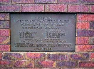 Firestation placa de bronce
