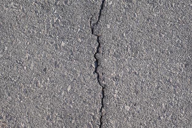 Fisura en la carretera