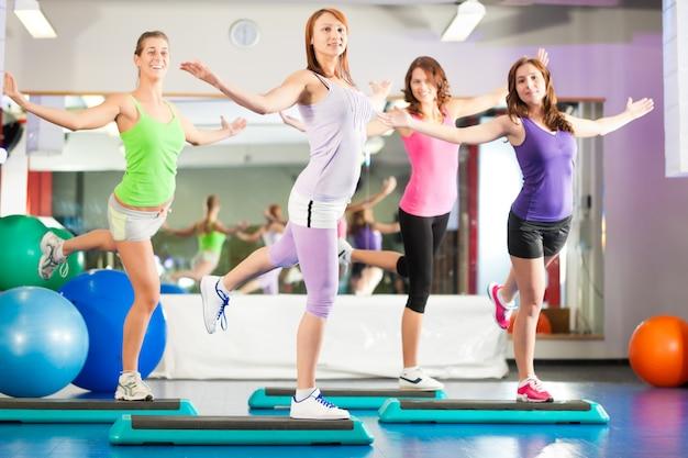 Fitness: entrenamiento y entrenamiento en el gimnasio