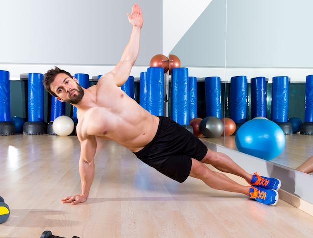 Fitness lado push ups hombre pushup en el gimnasio